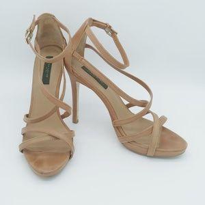 Super cute strappy heels!